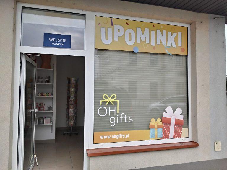 Agencja Reklamowa DKAmedia - Oferta Reklama - Oklejanie niestandardowych projektów - projekt oraz oklejenie witryny dla firmy Oh Gifts z Leżajska