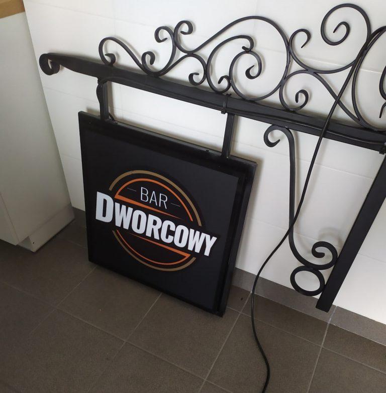 Agencja Reklamowa DKAmedia - Oferta Reklama - Kasetony - realizacja oraz montaż kasetonu dla Bar Dworcowy